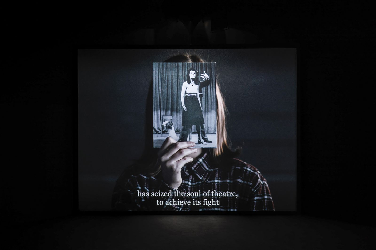 Brexit spøger på Kunsthal Charlottenborgs nye udstilling</br>Bouchra Khalili, The Tempest Society, 2017. Digital film, 60'. Commissioned for documenta 14. View at documenta 14, ASFA, Athens.</br>Foto: Photo by Stathis Mamalakis. Courtesy of the artist.