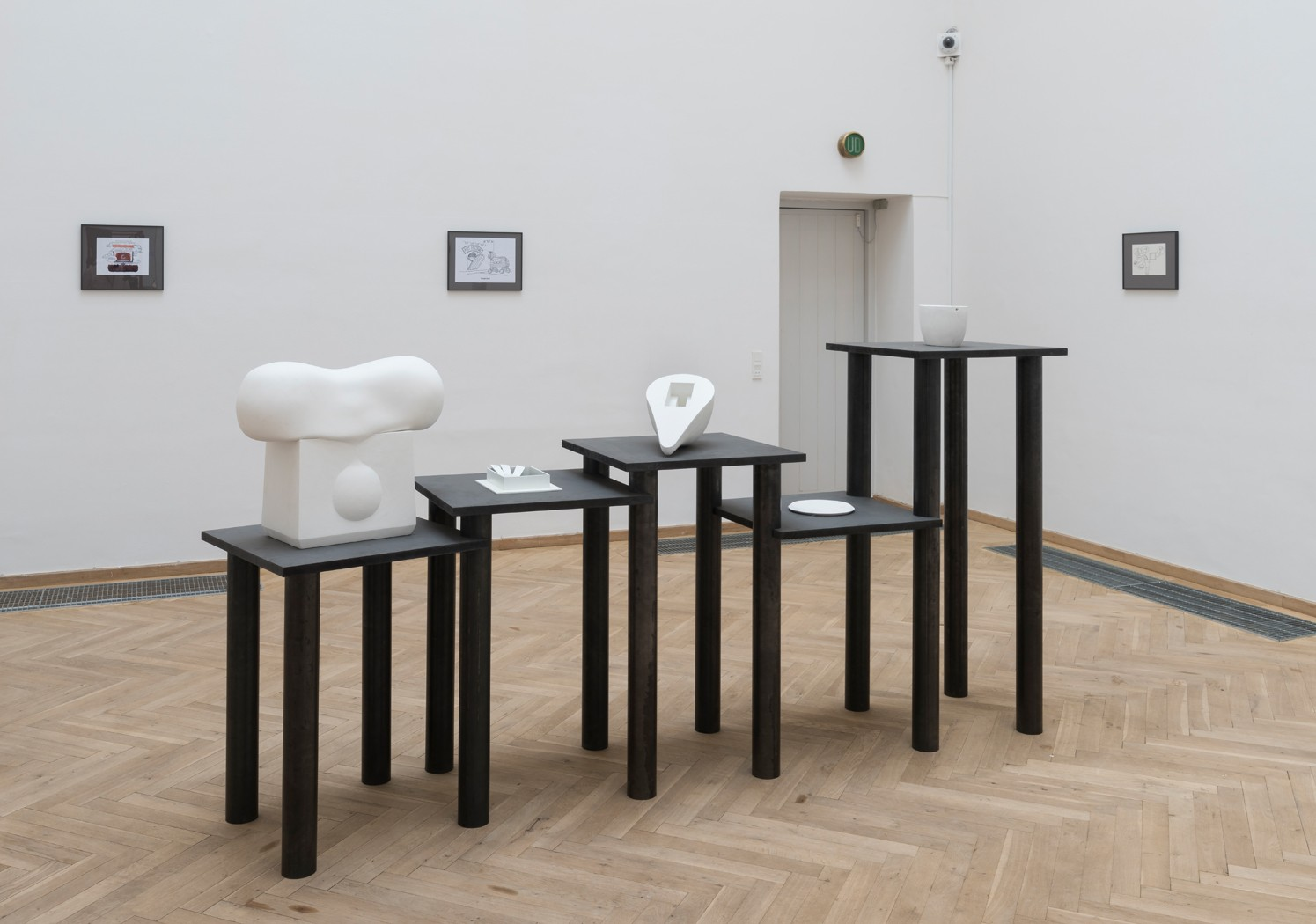 Afgang 2017 Det Kongelige Danske Kunstakademi</br>Theodor Walldius, from left to right: 'Shared, Imprisoned stroke thrusts back, Double down, Harbinger, What ifs and what evs (elliptical syzygy)', Afgang 2017. Installation view Kunsthal Charlottenborg. </br>Foto: David Stjernholm