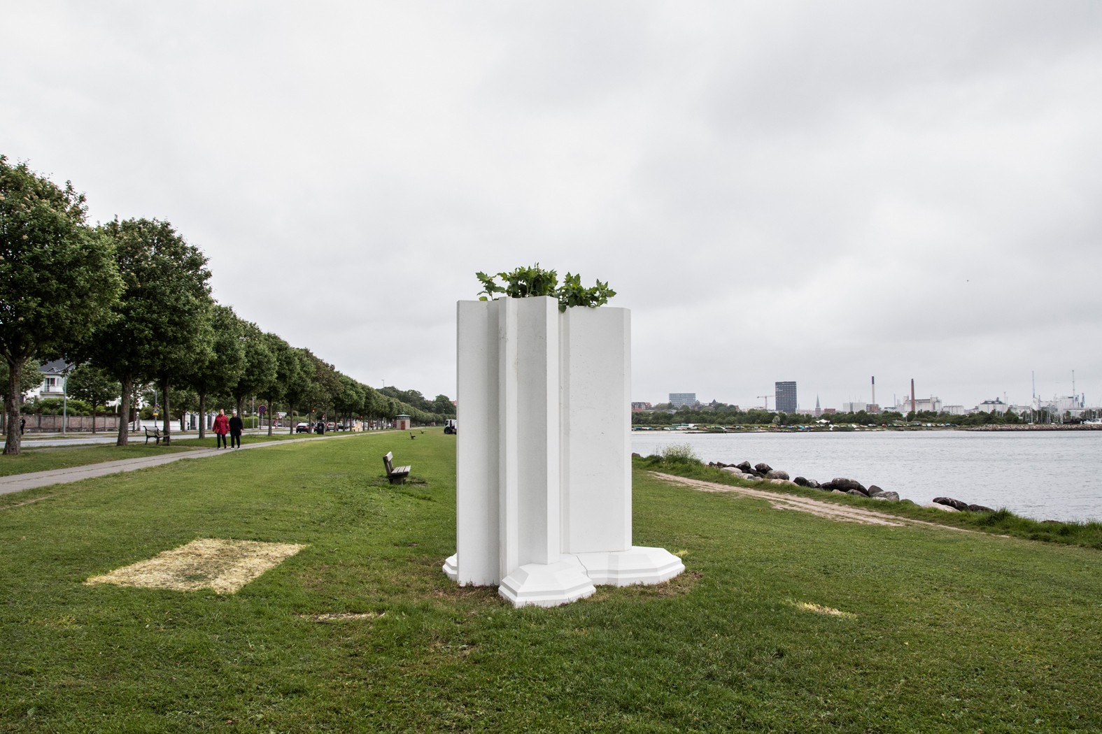 Aros Triennale The Garden, The present og The future billedserie</br>Superflex: Investment Bank Flowerpots, Aros Triennale The Garden.</br>Foto: Mariana Gil