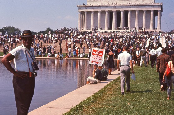 Dokumentarfilmen I Am Not Your Negro er et hypnotiserende pendul af smukke ord og grumme billeder</br>Demonstration foran Lincoln Memorial i Washington.</br>Foto: PR-foto - Øst for Paradis